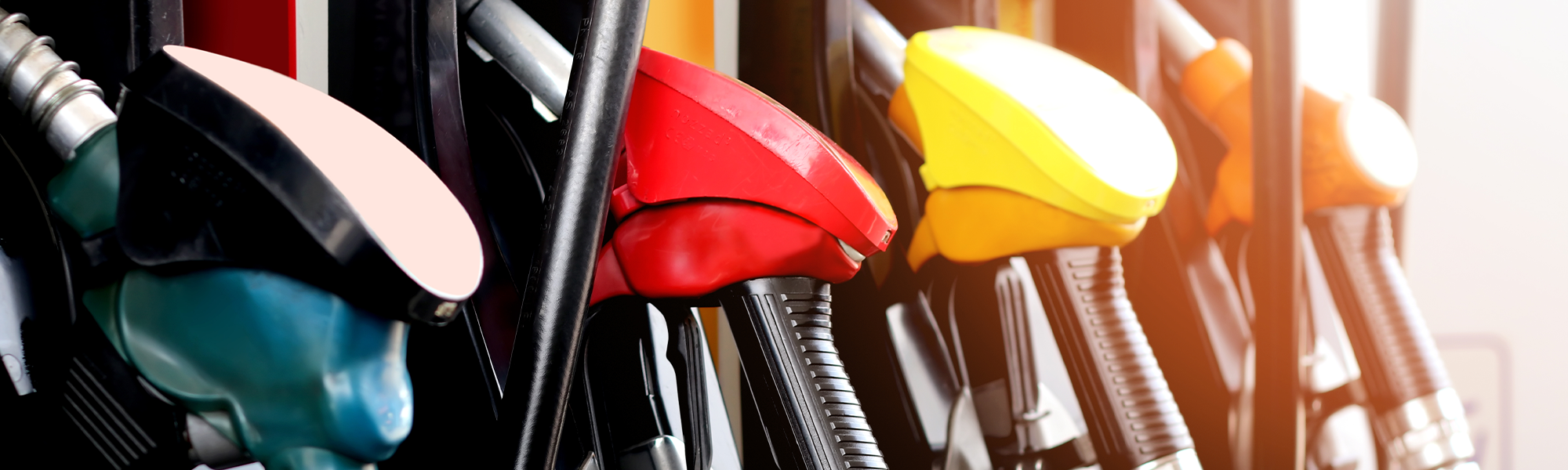 How does the fuel pump at the filling station know when your fuel tank is completely full?